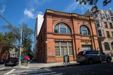 This property at 601-619 Throop Ave. in Bedford-Stuyvesant, Brooklyn, once owned by a nonprofit group, is on tap for an overhaul. Photo: Ben Fractenberg/THE CITY